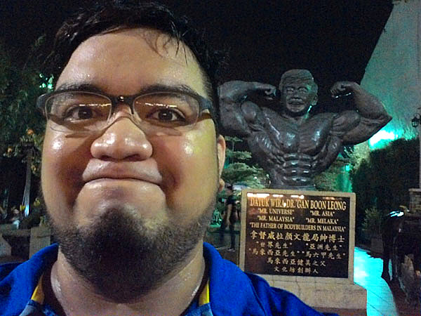 Muscular guy statue on Jonker Walk